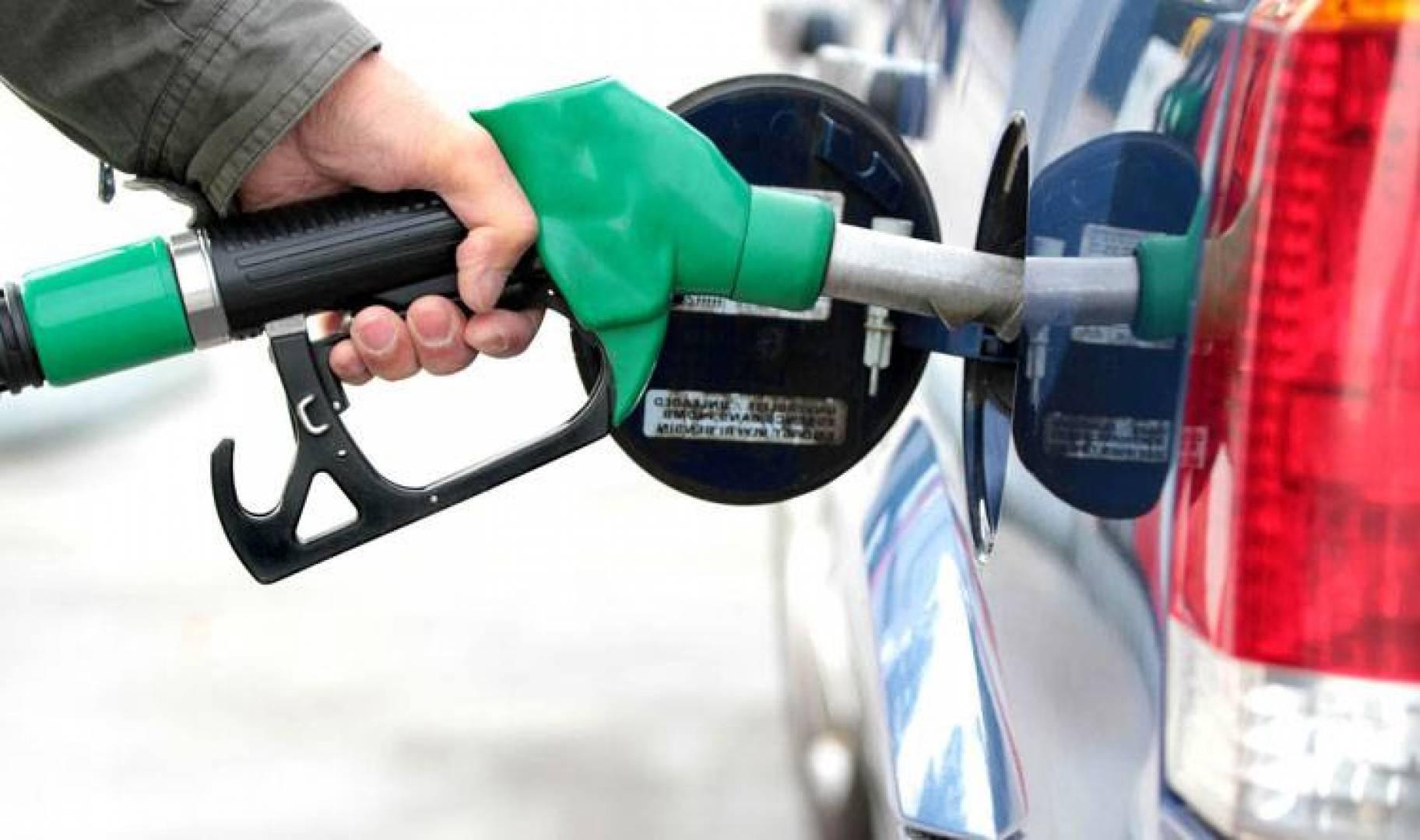 قيام دولة إيران بعمل محاولات لدعم فنزويلا فيما تمر به من أزمة البنزين